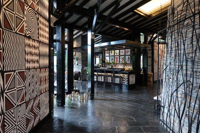 ONE&ONLY NYUNGWE HOUSE: MAIN PAVILION - BAR