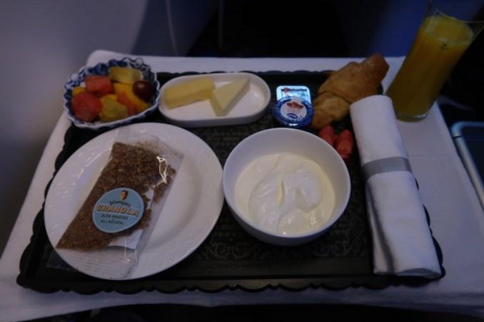 KLM A330 BUSINESS CLASS: BREAKFAST