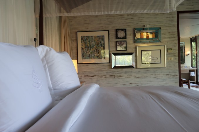 FOUR SEASONS SEYCHELLES: OCEAN VIEW VILLA - BEDROOM