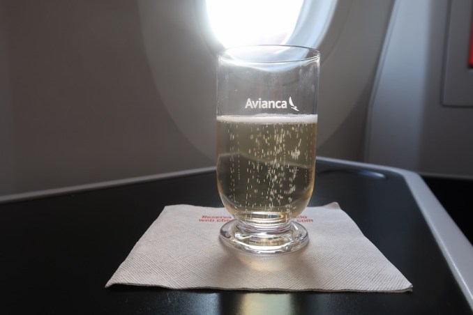 AVIANCA B787 BUSINESS CLASS: WELCOME DRINK