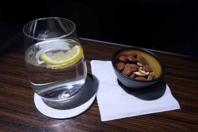 QATAR AIRWAYS A330 BUSINESS CLASS: APERITIF