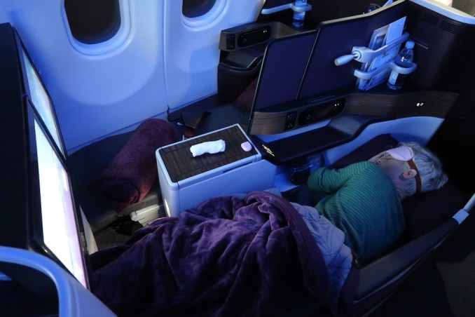 QATAR AIRWAYS A330 BUSINESS CLASS SEAT (FLATBED POSITION)