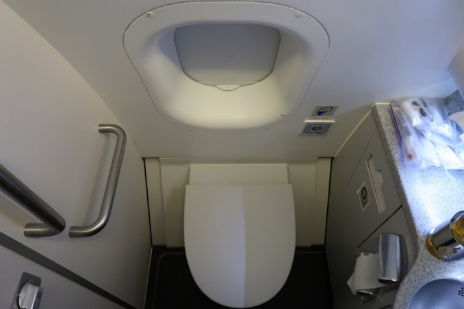 QATAR AIRWAYS A330 BUSINESS CLASS LAVATORY