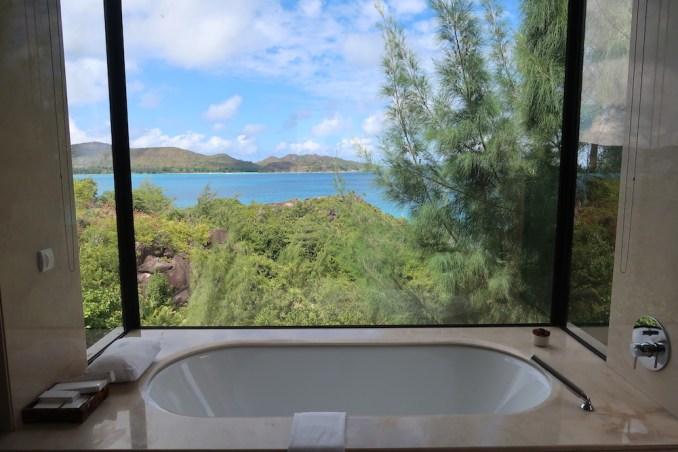 RAFFLES SEYCHELLES: OCEAN VIEW VILLA - BATHROOM