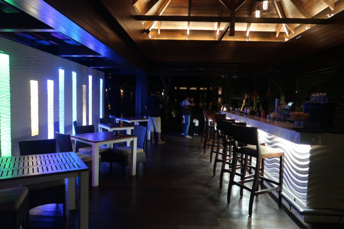 RAFFLES SEYCHELLES: POOL RESTAURANT & BAR AT NIGHT