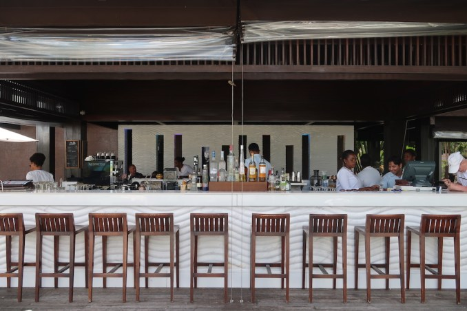 RAFFLES SEYCHELLES: POOL RESTAURANT & BAR