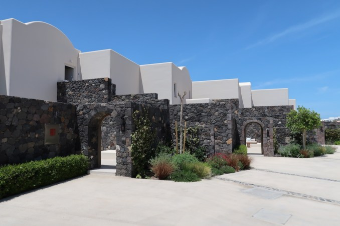 CANAVES OIA EPITOME: ACCOMMODATIONS