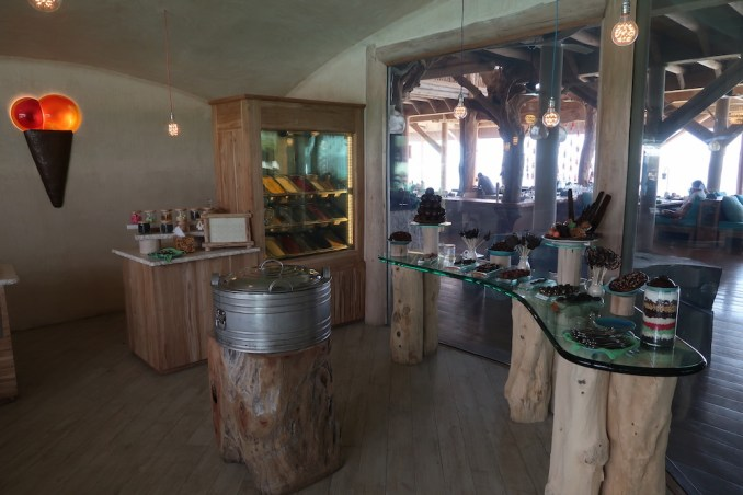 SONEVA FUSHI: OUT OF THE BLUE (CHOCOLATE & ICE CREAM ROOM)