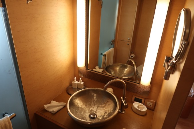 SONEVA IN AQUA: SECOND BEDROOM (BATHROOM)