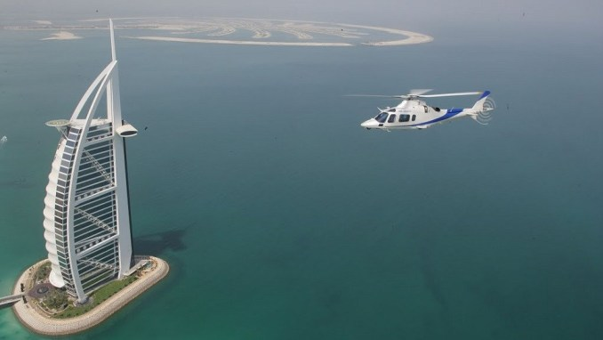 LAND WITH A HELICOPTER ON TOP OF DUBAI'S BURJ AL ARAB HOTEL (UAE)