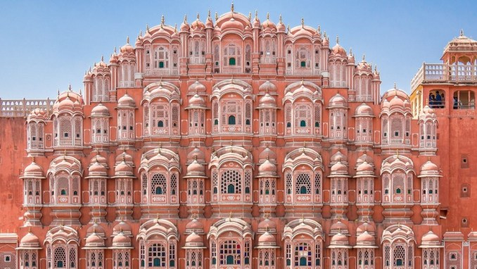 THE PALACE OF WINDS (HAWA MAHEL) AT JAIPUR