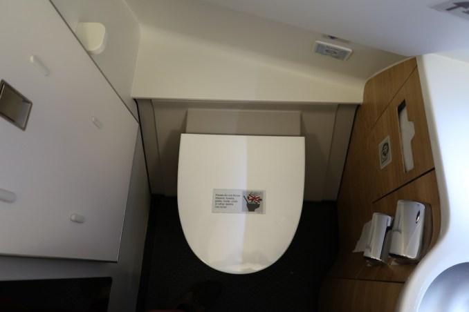 SWISS A330: FIRST CLASS LAVATORY