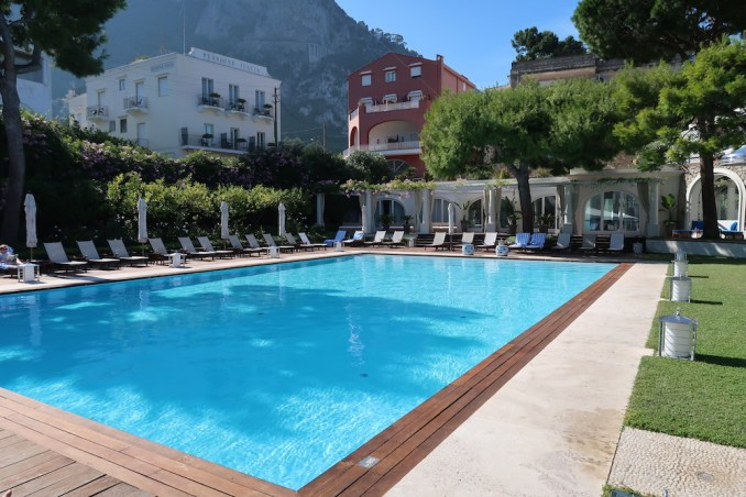 JK PLACE CAPRI: GARDEN & POOL