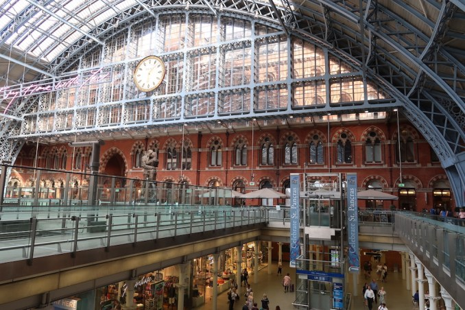 ST PANCRAS STATION (DIRECTLY CONNECTED TO THE HOTEL)