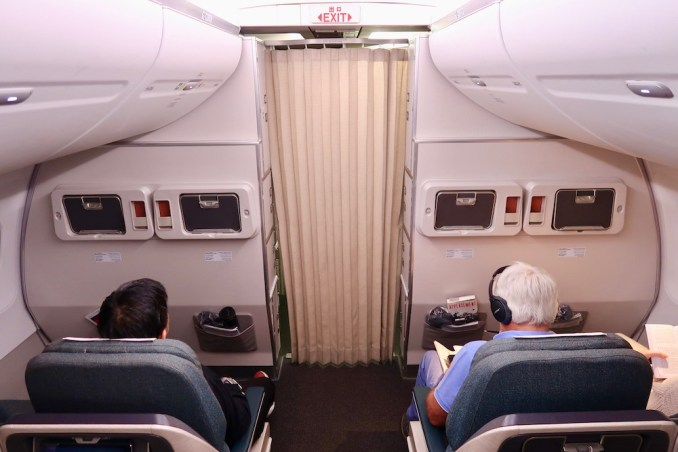 CATHAY DRAGON A320 BUSINESS CLASS CABIN