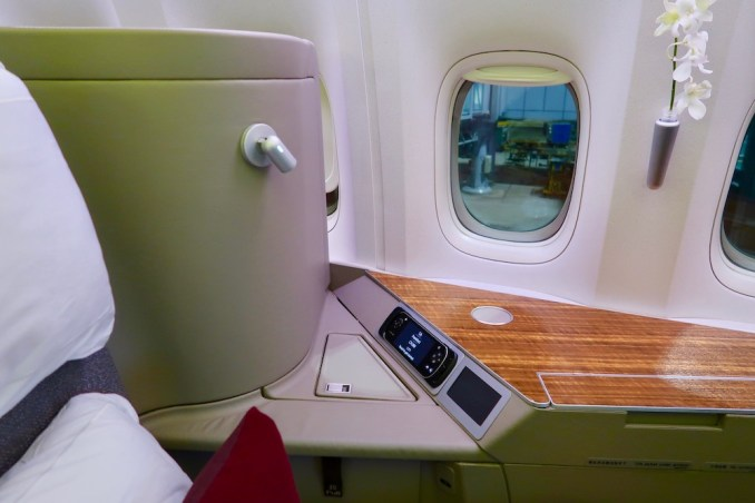 CATHAY PACIFIC B777 FIRST CLASS SEAT