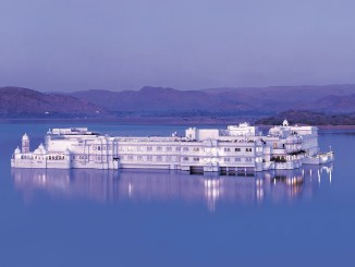 review taj lake palace hotel in udaipur, india