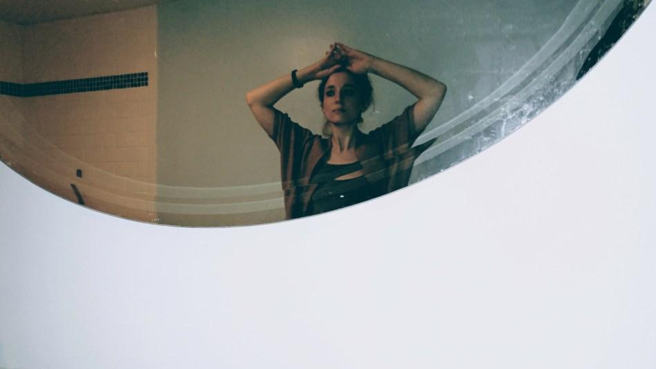 alexa-ercolano-mirror-looking
