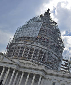 capitol-building-scaffolding-around-top-rotunda