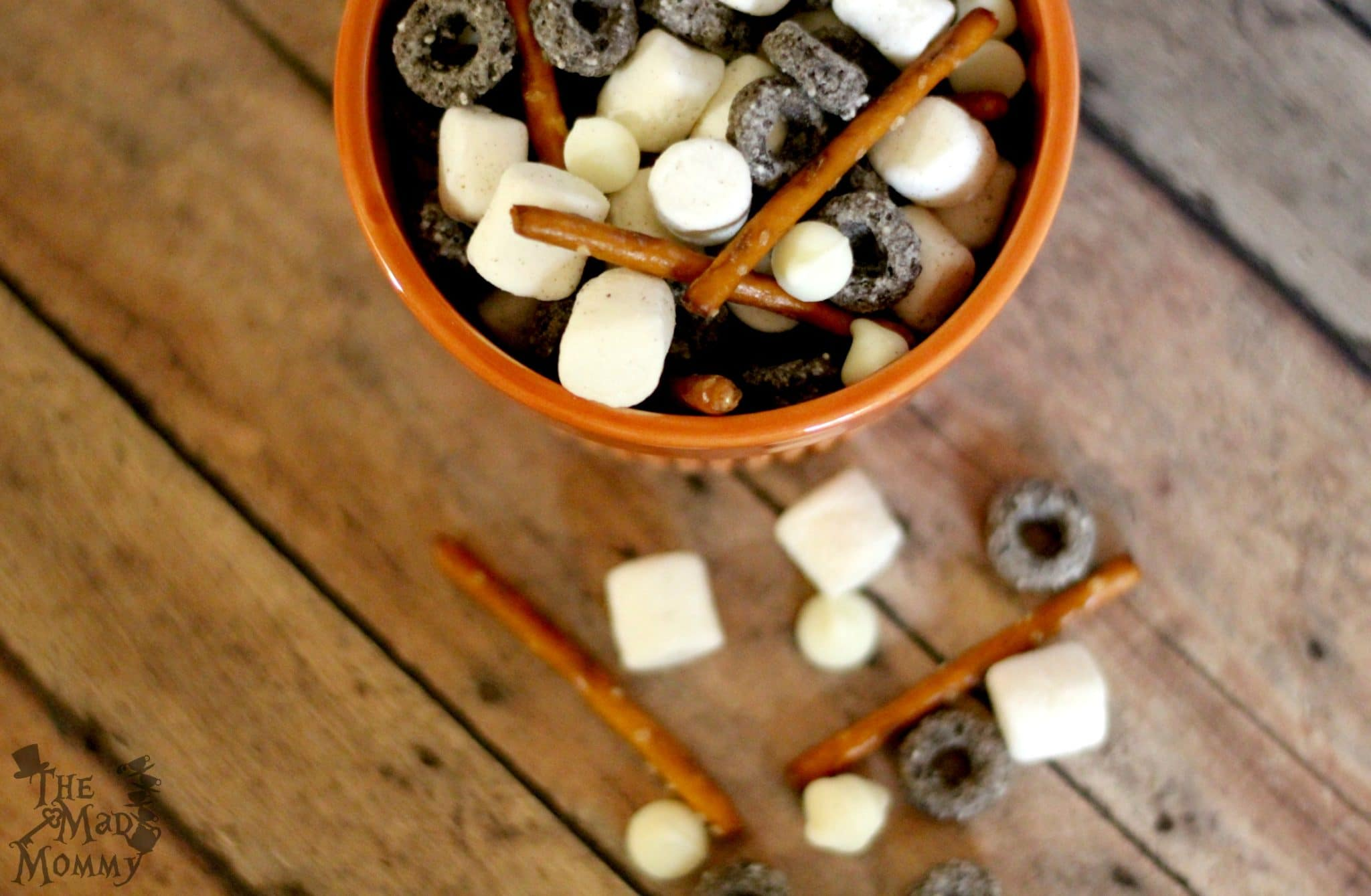 "I call this simple snack mix, featuring Oreo O's, ""Cookies and Cream""! #AD #BestCerealEver"