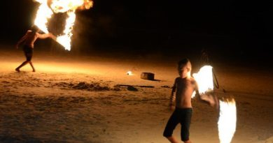 Video: Fire Dancers on Koh Samed, Thailand