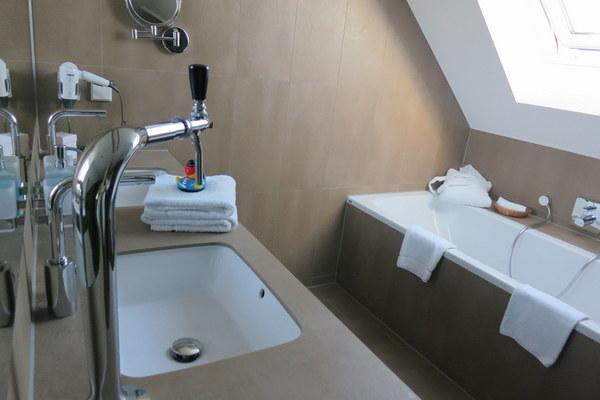 kolsch-hotel-room