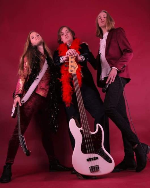 Velvet Insane slår sig samman med Dregen & Nicke Andersson på sin nya singel!