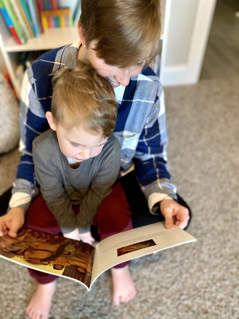 Thanksgiving books to read with your kids. www.themamahoodblog.com