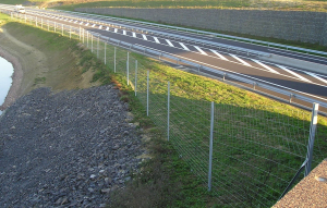 highway_fence2