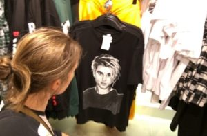 33-year-old woman waiting for Justin Bieber T-shirt to go on sale