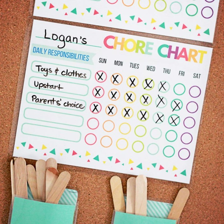 Want a simple chore system for kids that really works...even for young kids? Here is the {free} printable chore chart we use and how we encourage everybody to pitch in around the house.