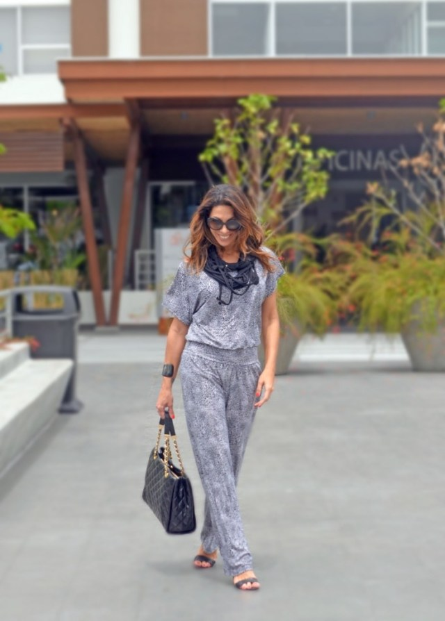 turquesa_slowfashion_jumpsuit_blackandwhite_michaelkors_quiltedbag_chanel