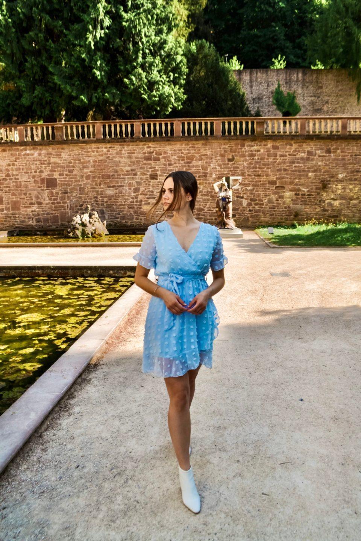 Ich liebe mein neues himmelblaues Wickelkleid!