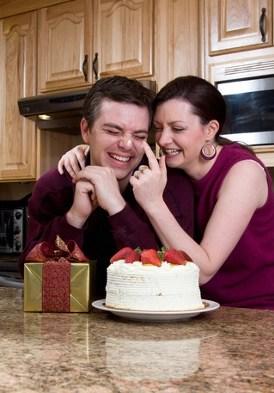 couple with cake © Orangeline   dreamstime.com