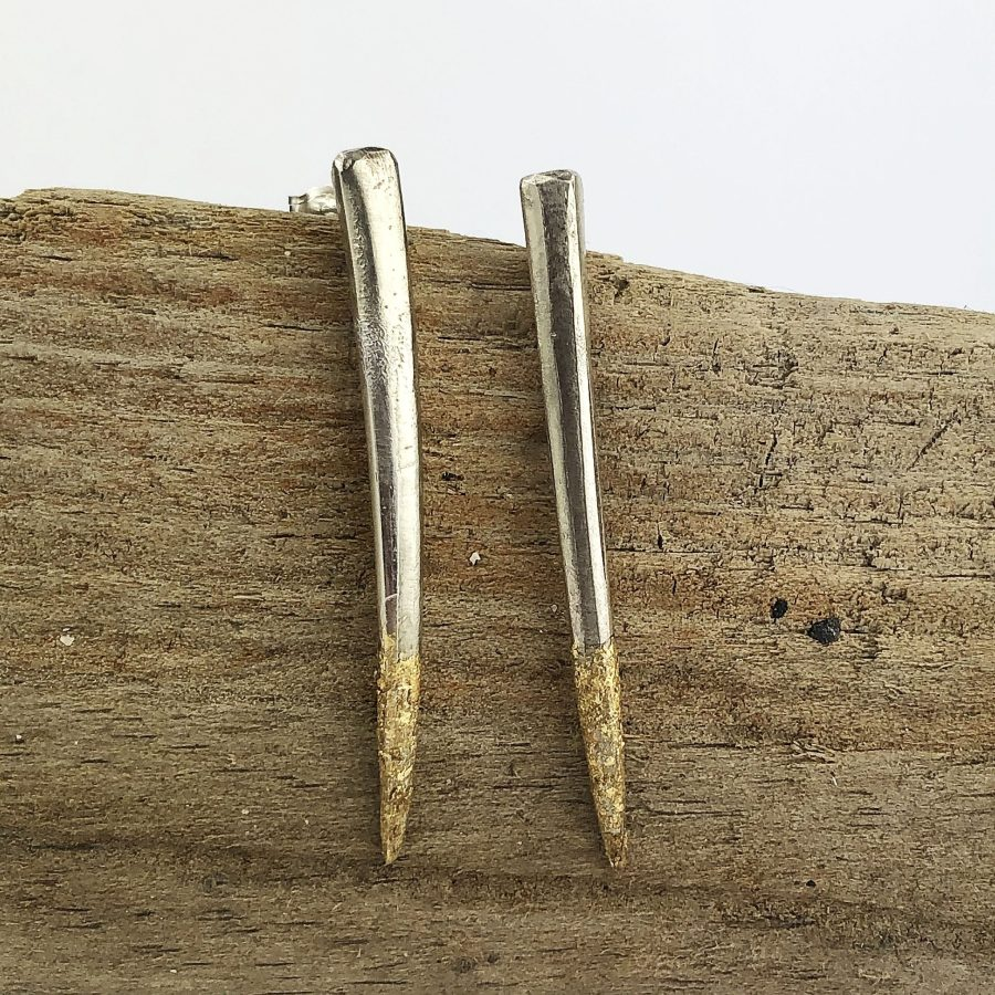 gold and silver fork prongs
