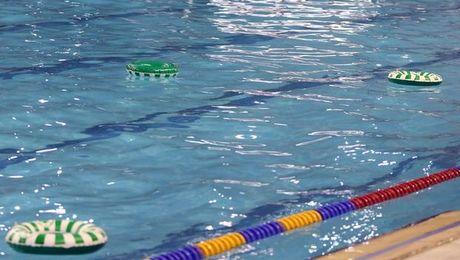 Σωσίβια σε πισίνα