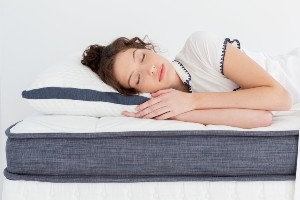 woman-sleeping-on-oceano-mattress