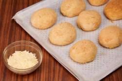Keso de bola Flavored Pandesal