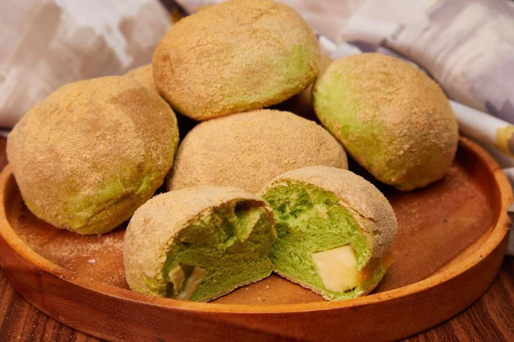 Pandan with cheese Flavored Pandesal