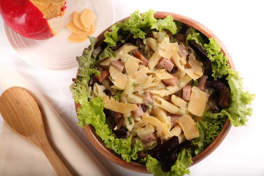 Jamon And Queso De Bola Penne Pasta Salad