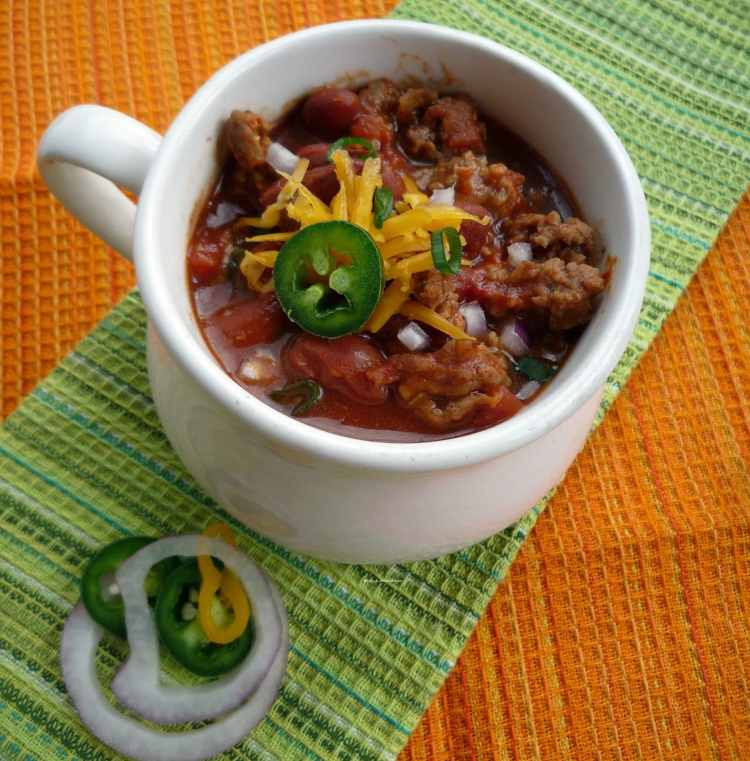 "#Chili Con Carne - In some areas, specifically the American South, versions with beans are referred to as ""chili beans"" while the term ""chili"" is reserved for the all-meat dish. Small red beans are commonly used for chili, as are black-eyed peas, kidney beans, great northern beans, or navy beans."