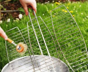 cleaning grills with brush