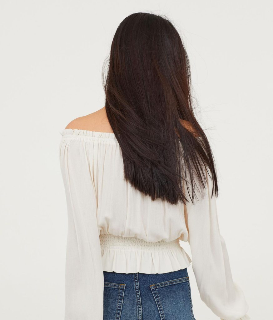 Blouse with a wide neckline back