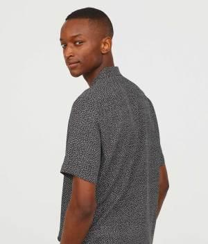 Short-sleeved shirt side