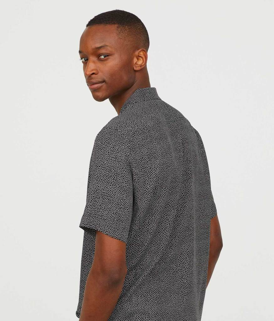 Short-sleeved shirt side