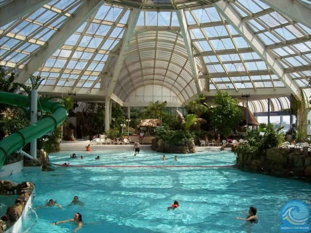 tropicana is vanaf eind jaren voor velen een zwembad voor een niemand in rotterdam kijkt meer op van het verloederde pand