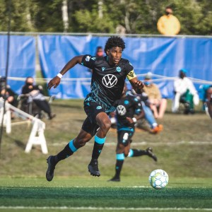 Wanderers' Andre Rampersad sprinting with the ball on PEI.