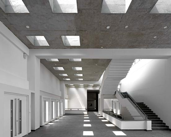 15_TRANSIENT-SHADOWS-ANIMATE-THE-LEARNING-CORRIDOR