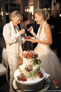 Ellen Degeneres and Portia De Rossi had a red velvet wedding cake