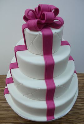 Wedding cake in fuchsia